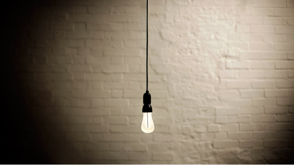 Plumen-002-Designer-Low-Energy-Light-Bulb-11