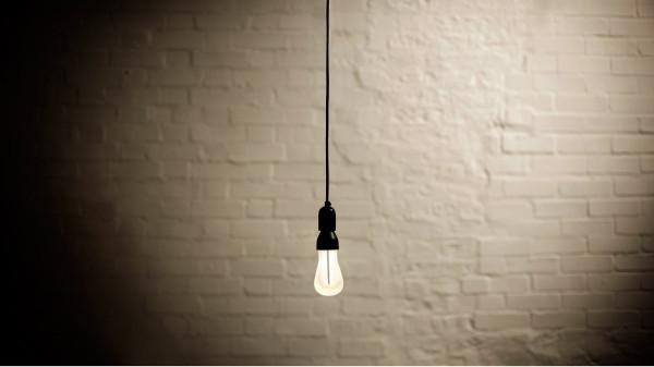 Plumen-002-Designer-Low-Energy-Light-Bulb-11
