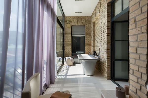Podil-Loft-Apartment-Serghii-Makhno-18-patio