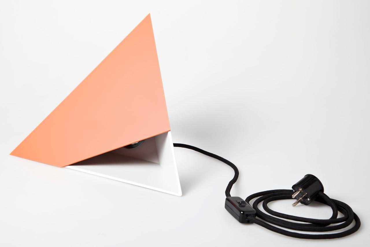 Put-Baby-In-The-Corner-Lamp-Scharp-5-red