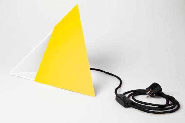Put-Baby-In-The-Corner-Lamp-Scharp-7-yellow