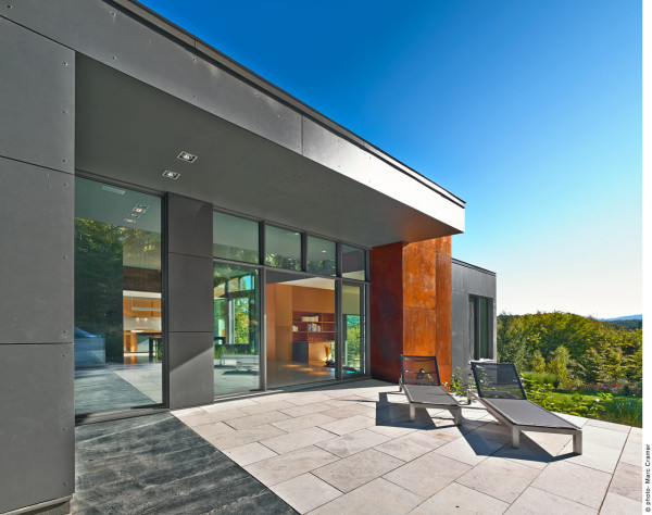 T house a modern country retreat in quebec design milk for Modern house quebec