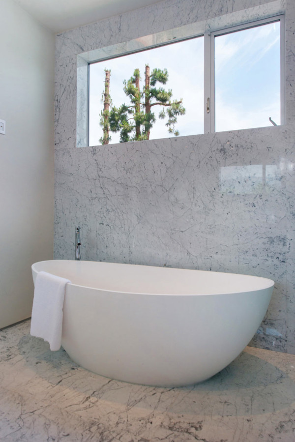 West-Knoll-House-Amit-Apel-Design-17-tub