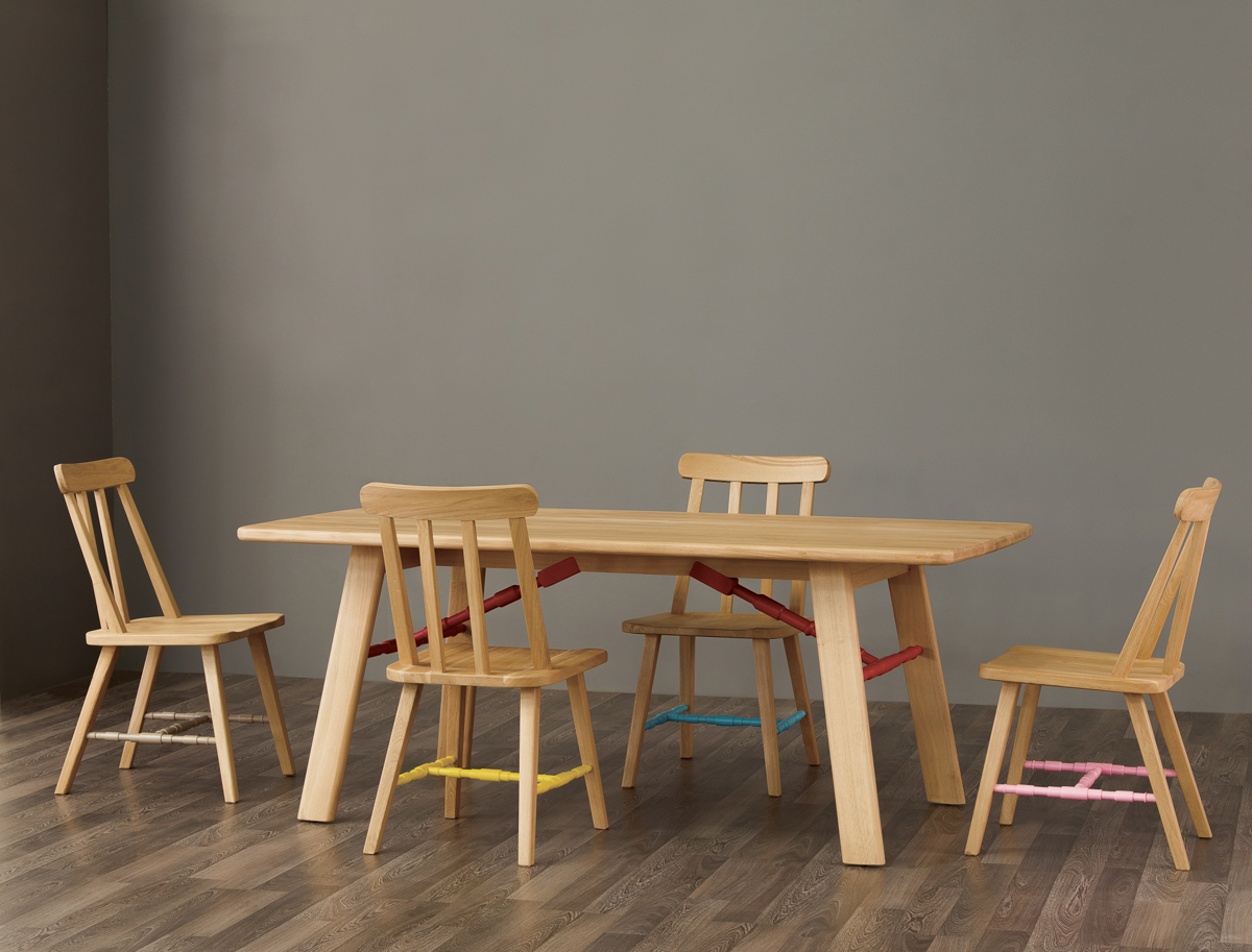 Affoltern Dining Table and Danja Chair with colored struts