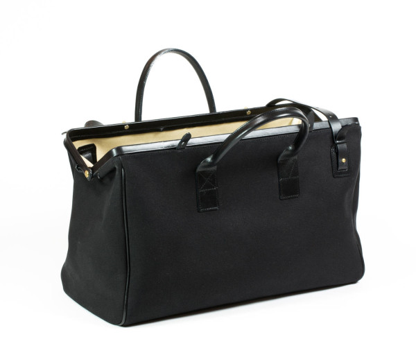 Dr. Duffel Canvas Weekender in style fashion main  Category