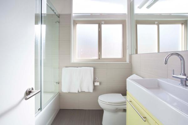 Brown-Kaufman-House-Klopf-Architecture-7-bath