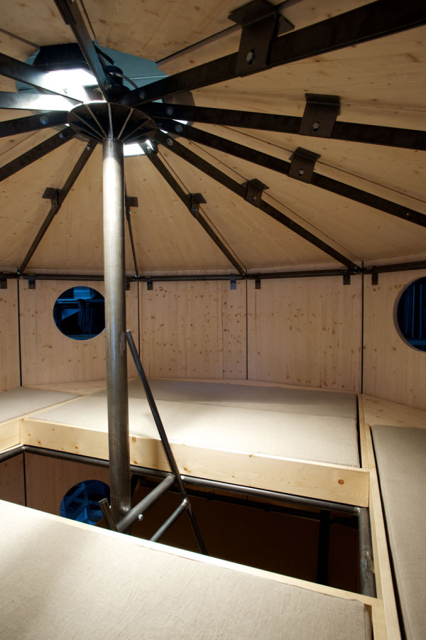 CASSINA-Refuge-Tonneau-Perriand-Jeanneret-11-upstairs