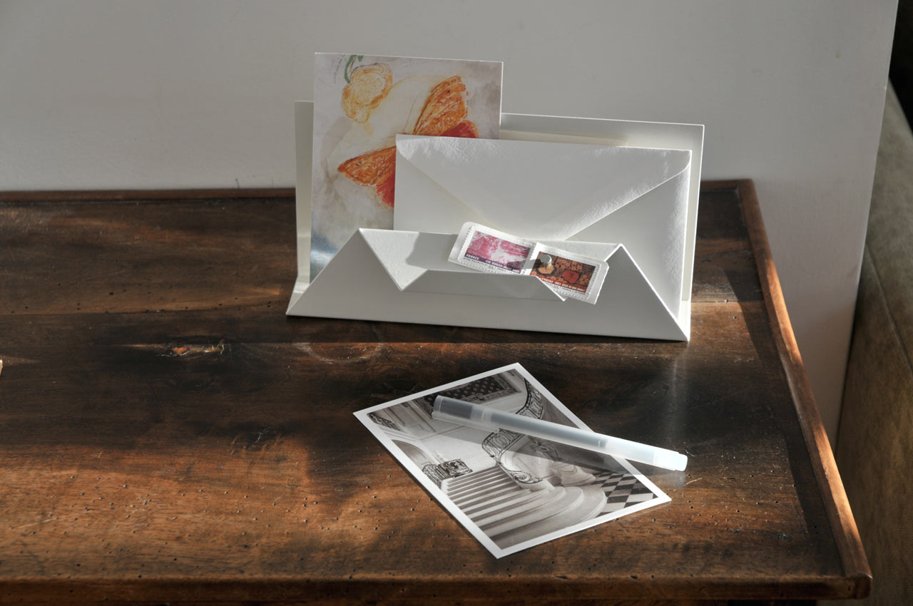Post-Point-Letter-Holder-Sebastian-Bergne-1