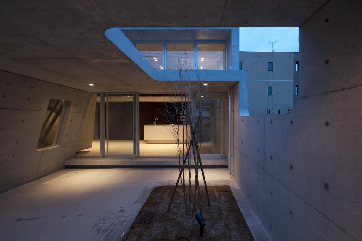 A minimalist house with a sleek concrete structure for Minimalisme architecture