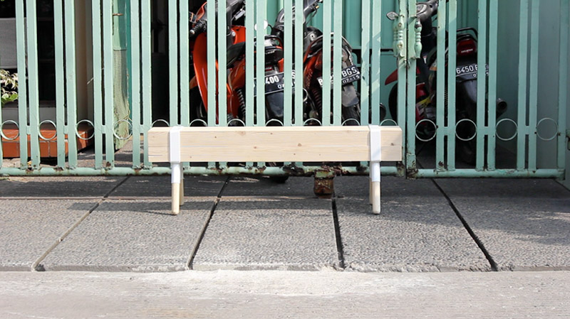 tujuh empat sebelas bench