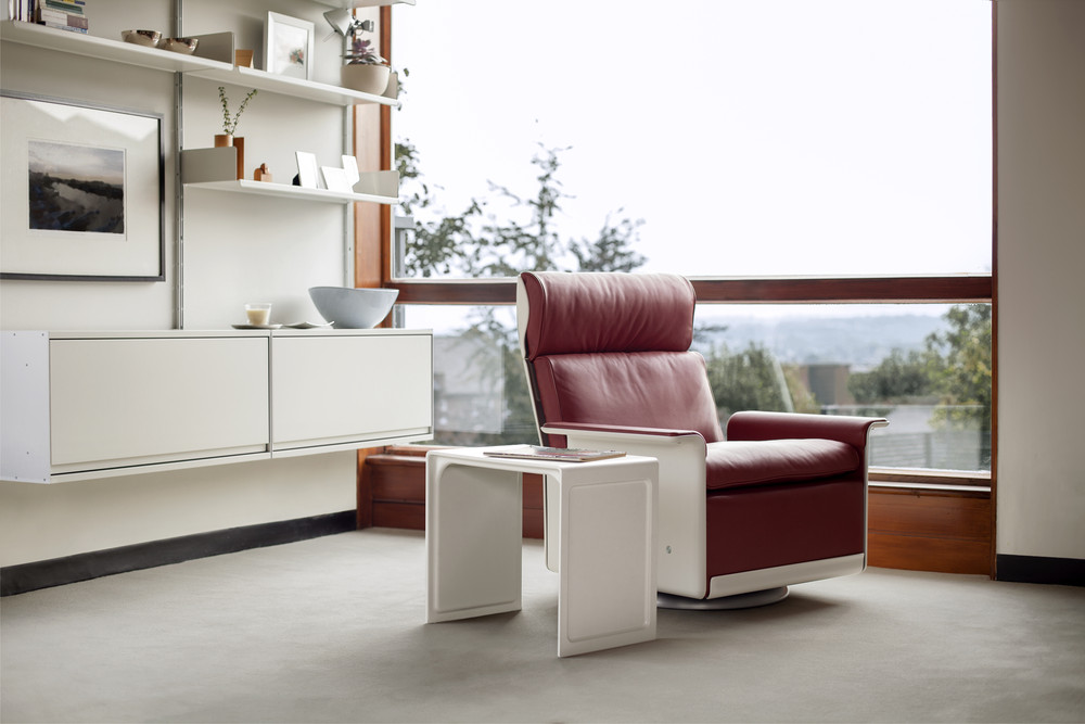 The Re-Engineered 621 Side Table from Vitsoe