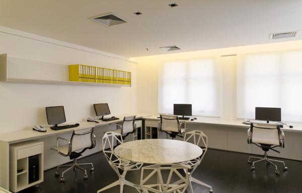 Where-I-Work-Diego-Revollo-5-chairs