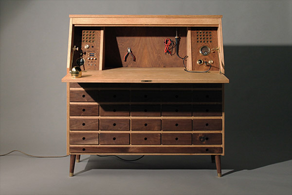 An Electronic Work Bench with Storage
