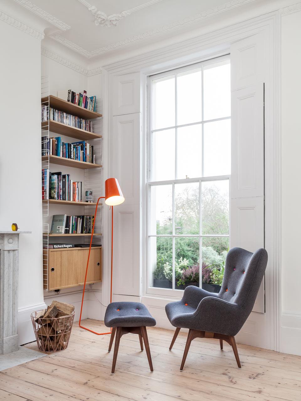 zithoekje donkerblauwe fauteuil
