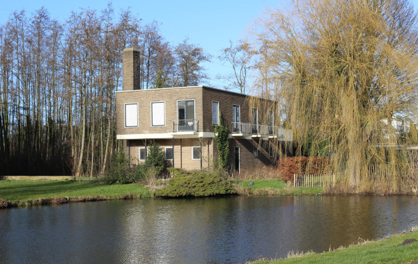F5-Dirk-Vander-Kooij-5-the-house-and-the-pond