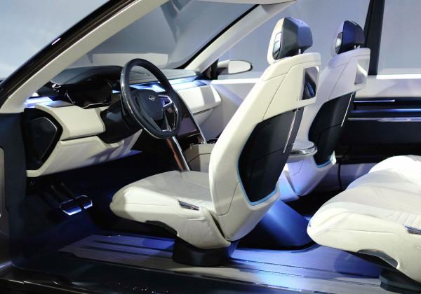 https://design-milk.com/images/2014/04/LR-Discovery_Vision-tech-interior-front-600x420.jpg
