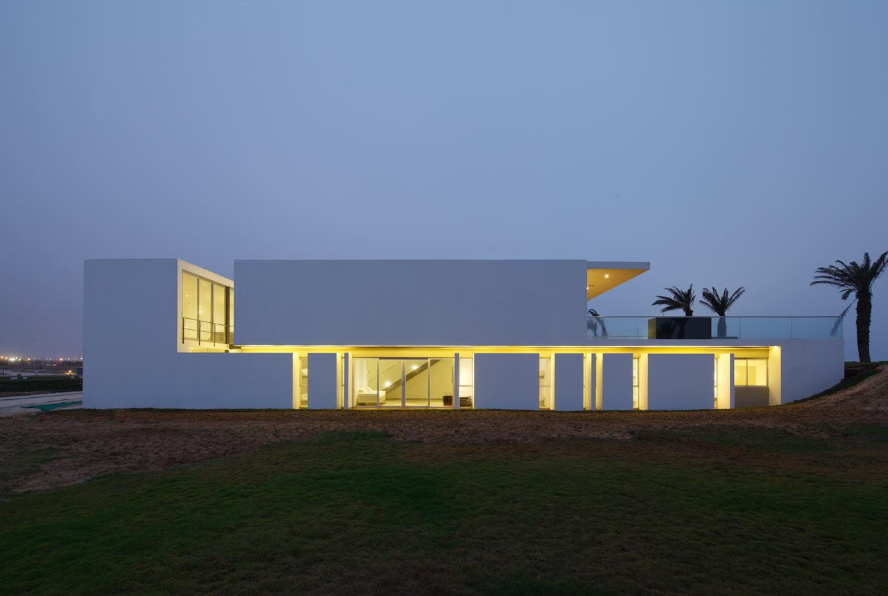 A Beachfront House in Peru by Juan Carlos Doblado