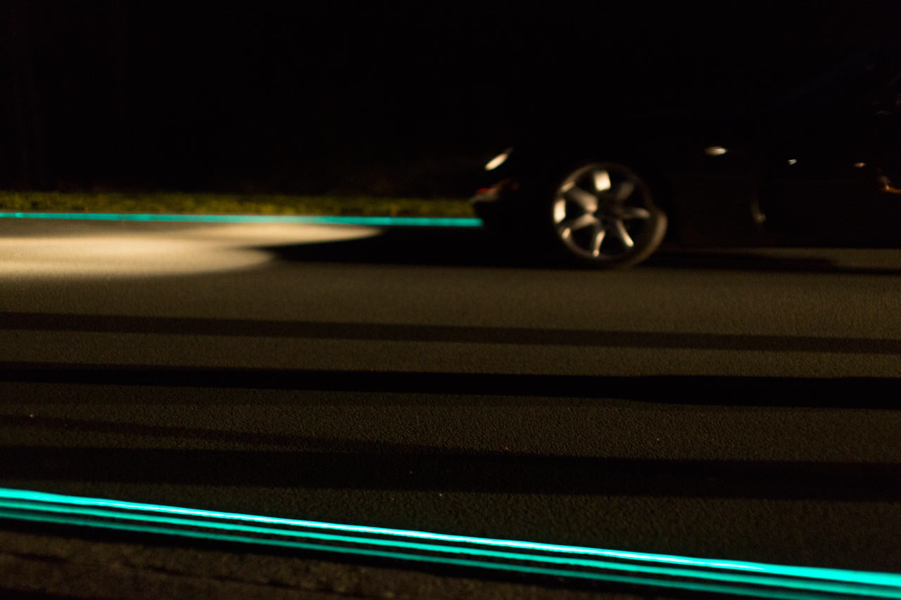 Smart-Highway-Glowing-Lines-Daan-Roosegaarde-1