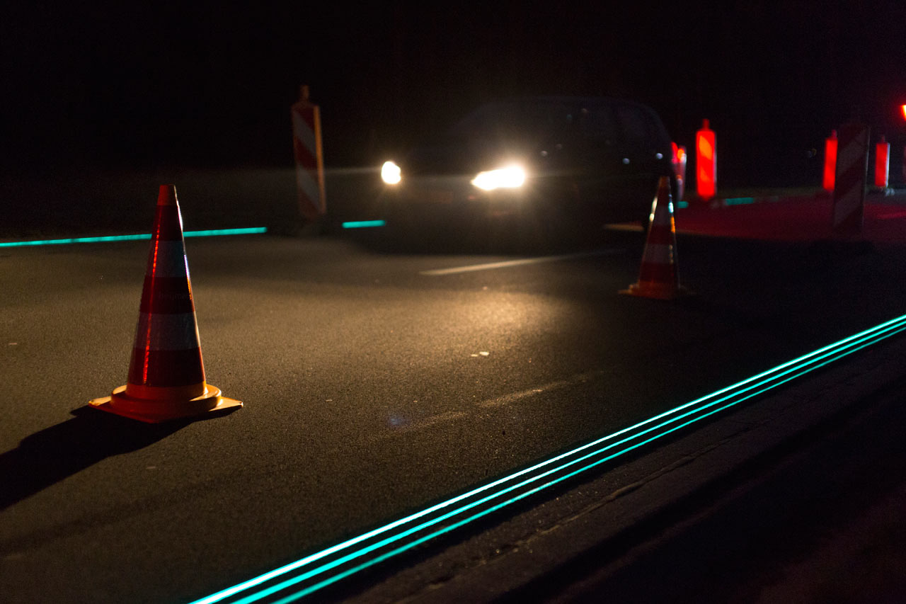 Smart-Highway-Glowing-Lines-Daan-Roosegaarde-2