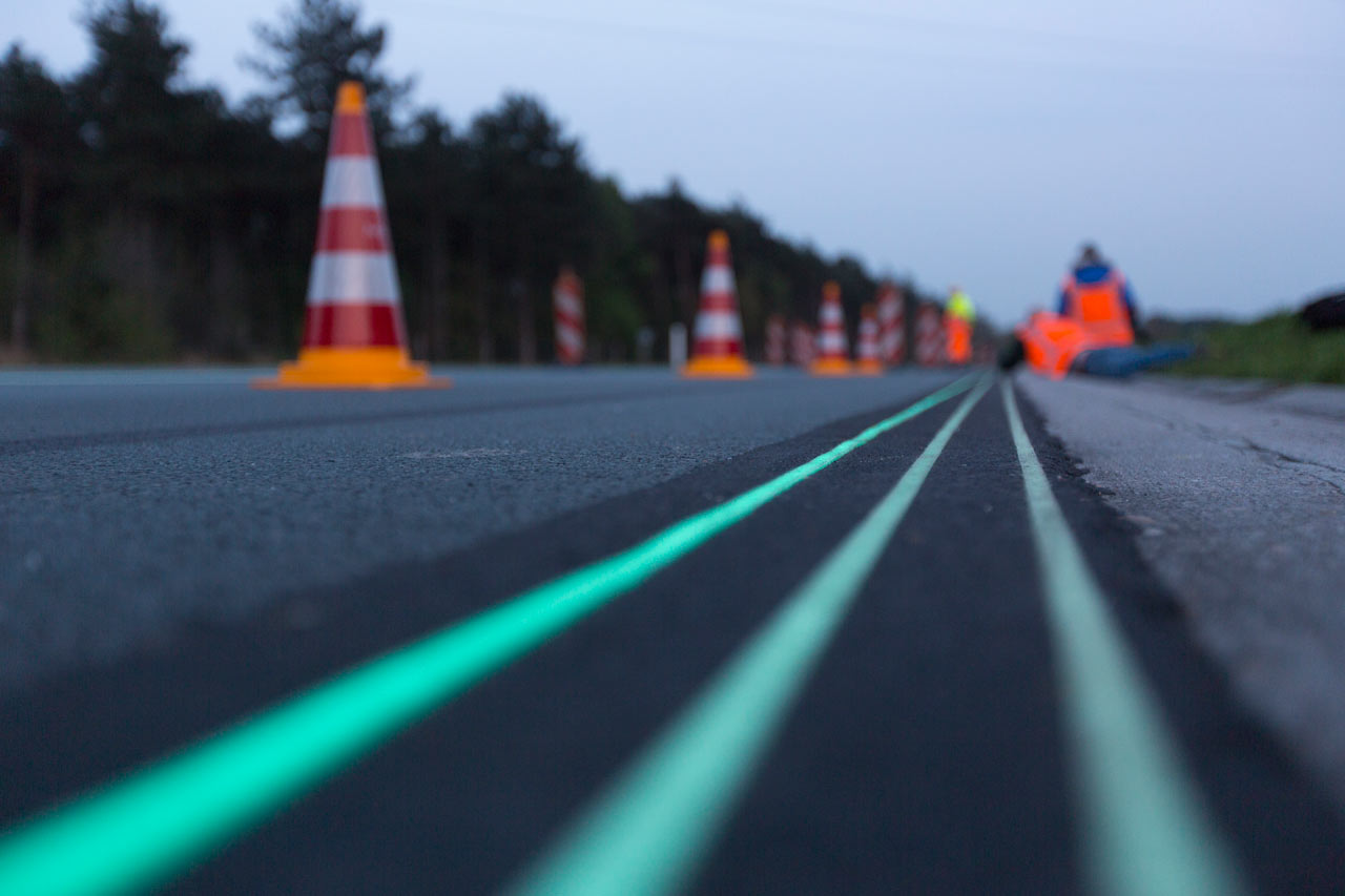 Smart Highway: A Glow-in-the-Dark Road in The Netherlands
