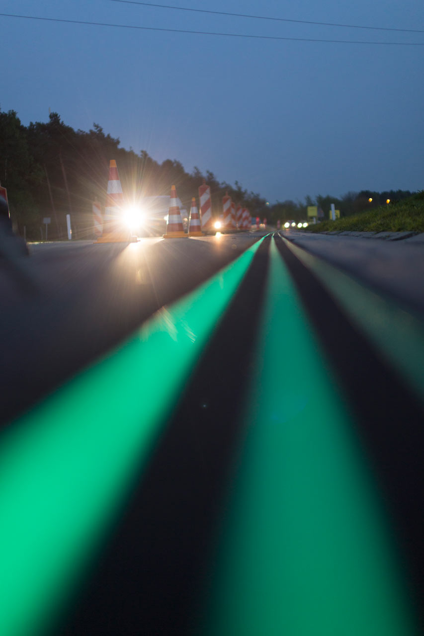 Smart-Highway-Glowing-Lines-Daan-Roosegaarde-4