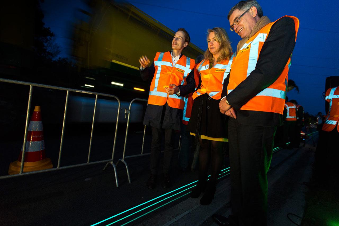 Smart-Highway-Glowing-Lines-Daan-Roosegaarde-5