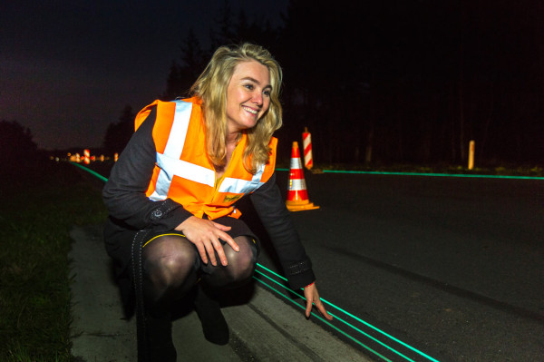 Smart Highway: A Glow in the Dark Road in The Netherlands in technology main  Category