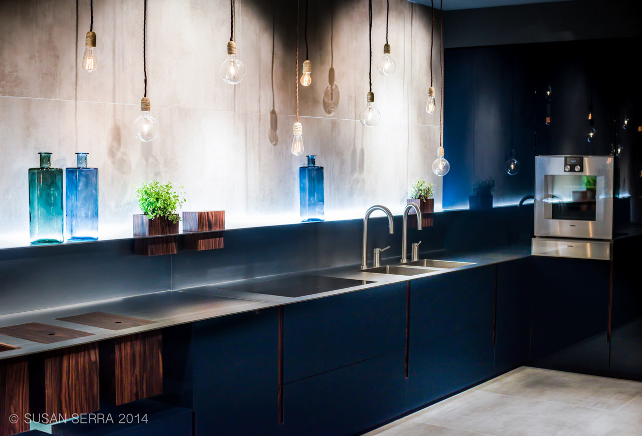 Black modern sleek kitchen cabinets design design milk for Sleek modern kitchen cabinets