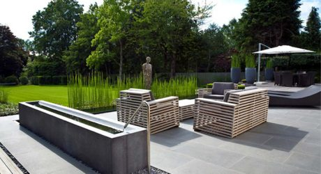 12 Modern Gardens With Water Features