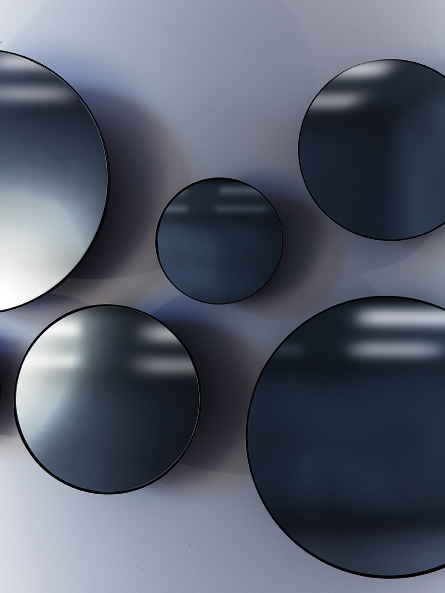 Castor-Design-Black-Mirrors