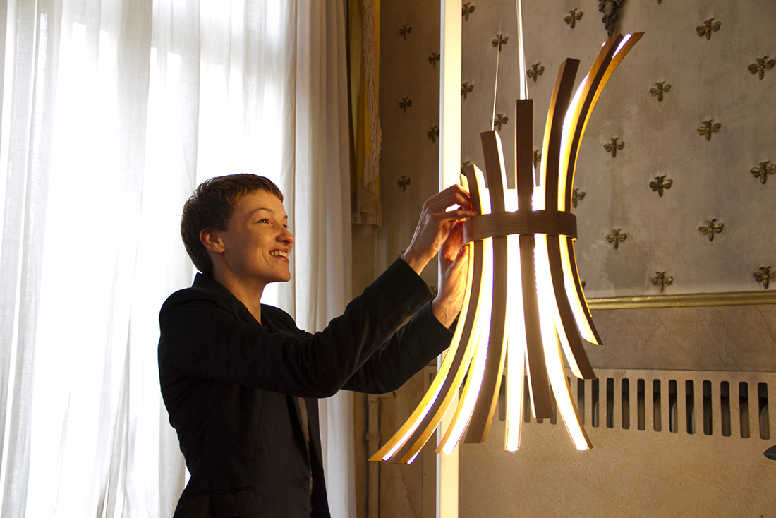 Filo: A Lamp That Adjusts to Your Moods