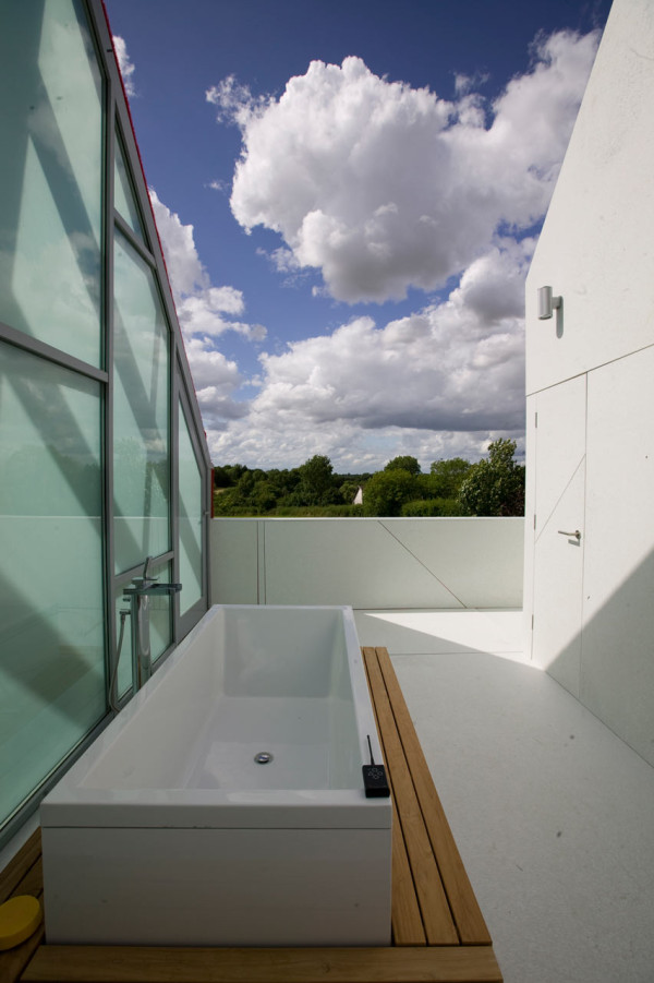 Sliding-House-dRMM-de-Rijke-Marsh-Morgan-Architects-6-bath
