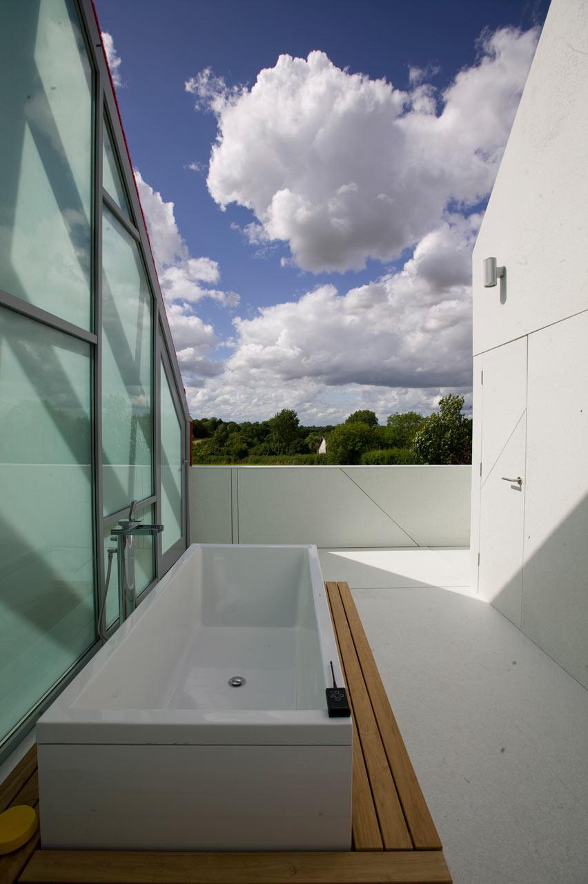 Sliding-House-dRMM-de-Rijke-Marsh-Morgan-Architects-6-bath