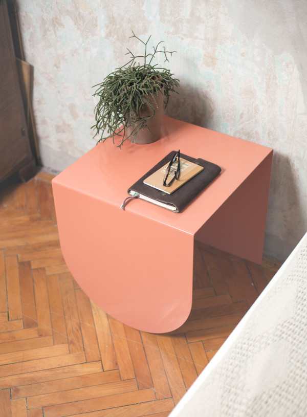 3legs-table-modern-peach-gemoetry