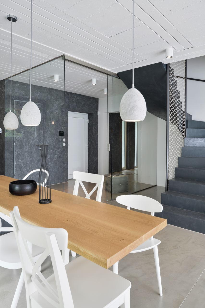 Black-White-Interior-OOOOX-5
