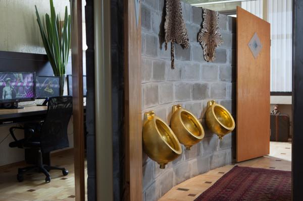 Where-I-Work-Henrique-Steyer-5-urinals