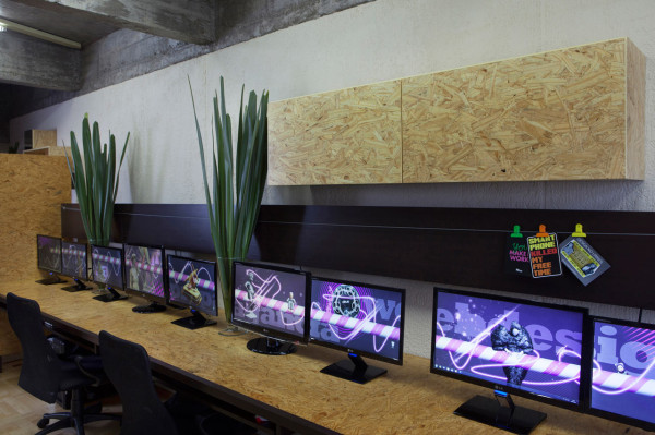Where-I-Work-Henrique-Steyer-8-computers