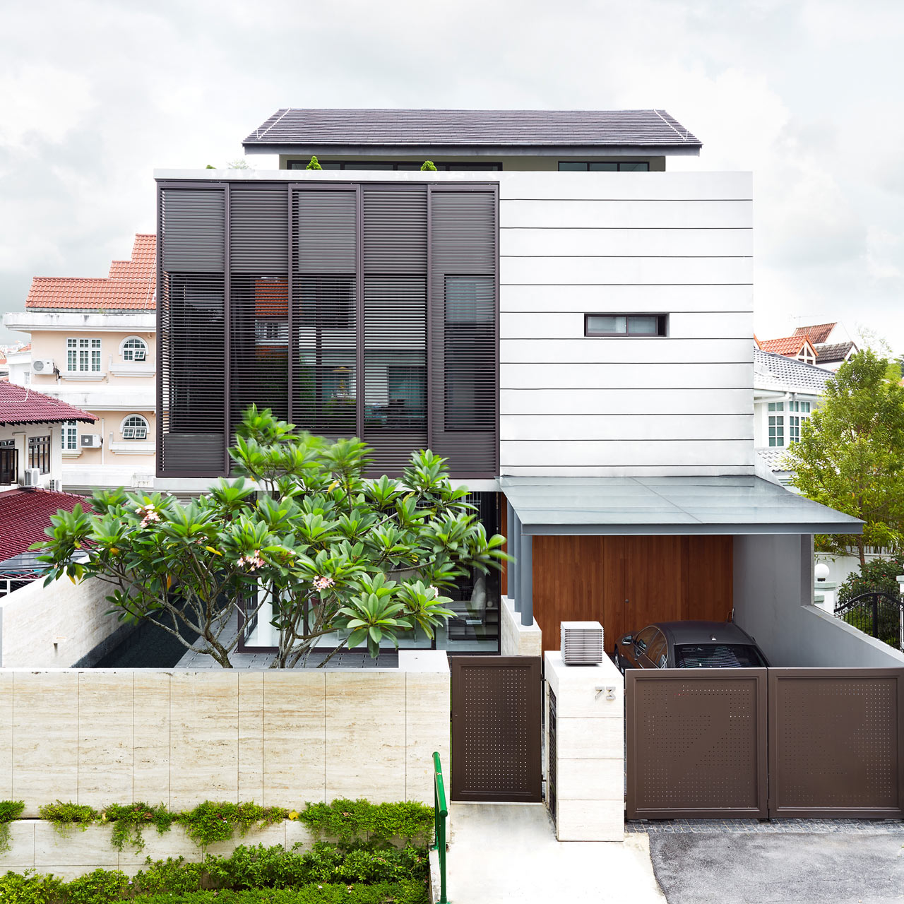 screen-eco-house-above-modern-architecture