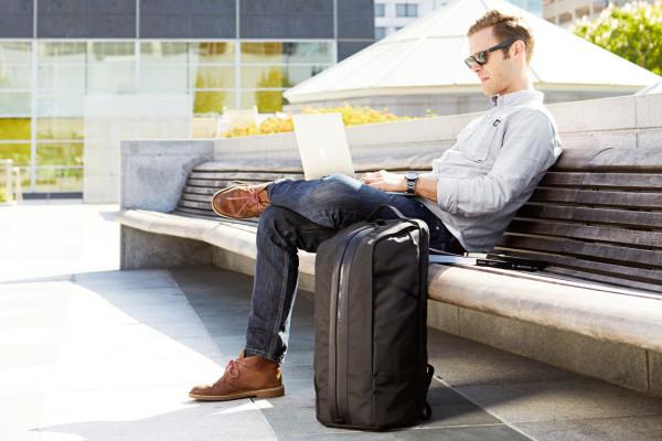 c5cc637fb3a A Modern Bag to Carry Your Gym and Office Essentials - Design Milk