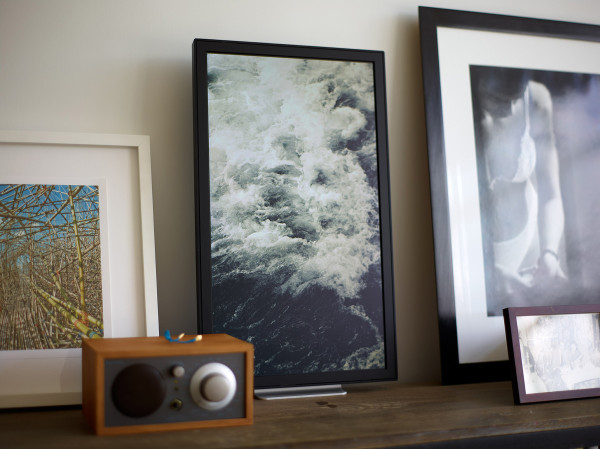 Decorate Your Walls With the Internet: The EO1 Photo Frame in technology main art  Category