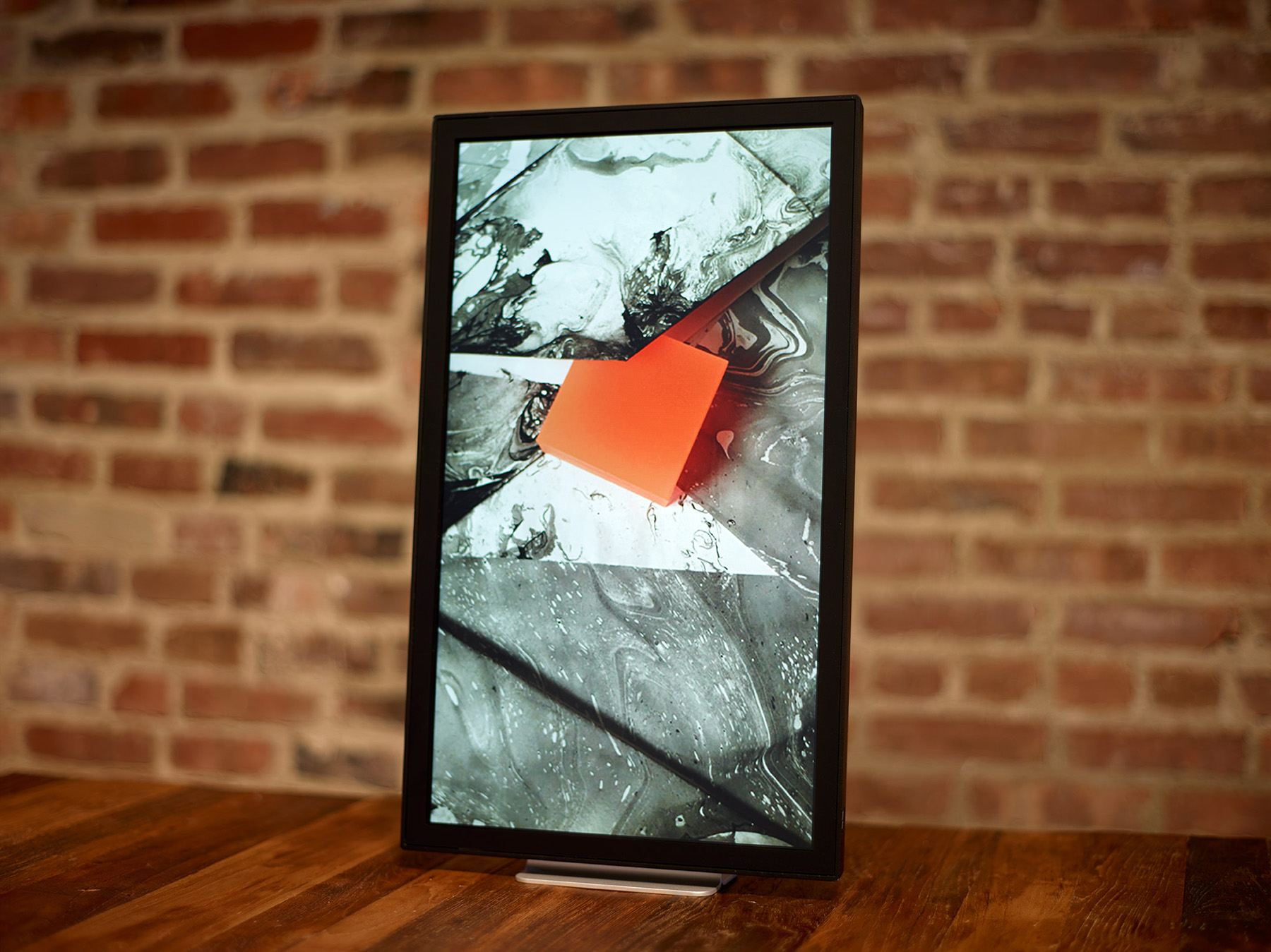 Decorate Your Walls With the Internet: The EO1 Photo Frame