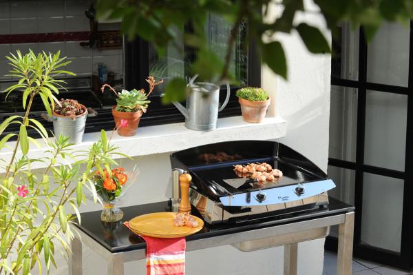 Bring Gourmet Cooking Outdoors with LA PLANCHA - Design Milk