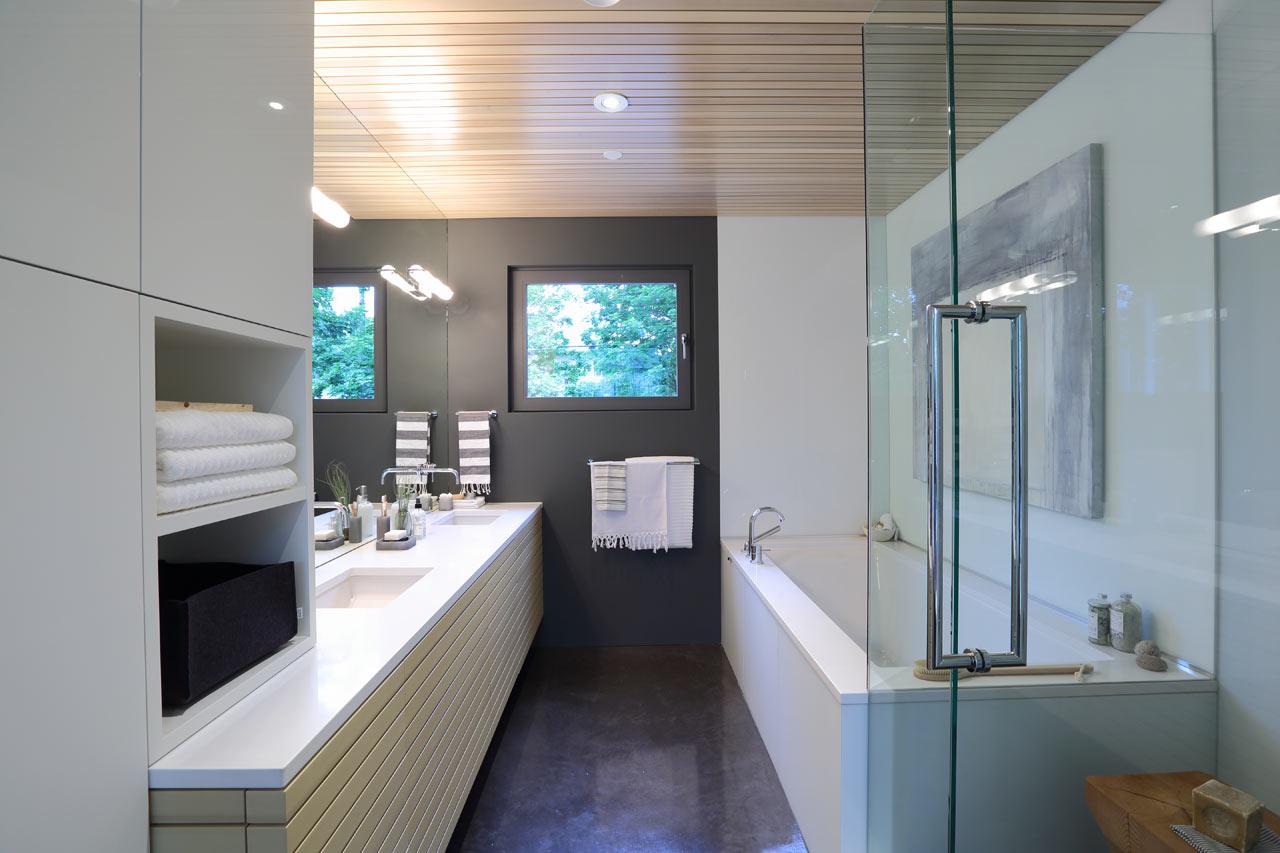 Mt-Pleasant-Home-Oliver-Lang-8-master-bath