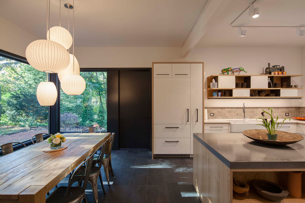 A shingle style home in cambridge gets a modern renovation Renovation maison