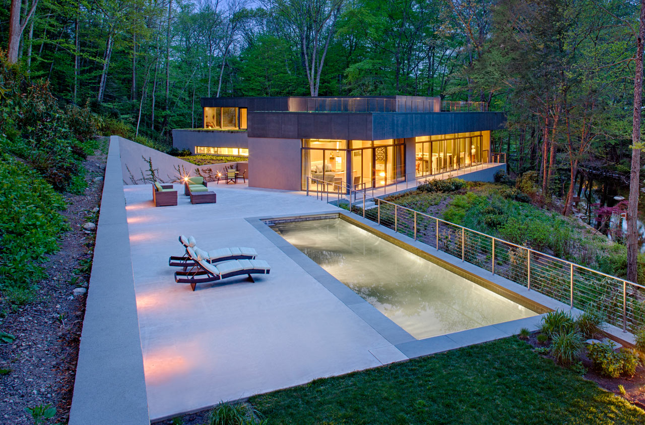 A House That Nestles into its Natural Environment