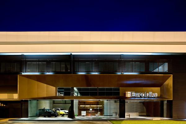 Showroom-Eurobike-Porsche-1-1-arquitetura-design-2