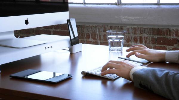 UNITI iMac Stand typing
