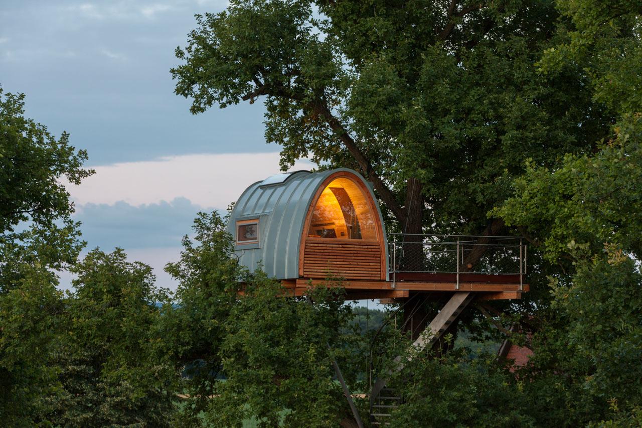 A Modern Treehouse Built Around An Oak Tree Design Milk
