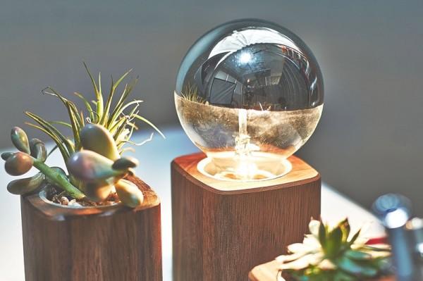 grovemade-walnut-desk-collection-lamp-galb-A1_800x800_90