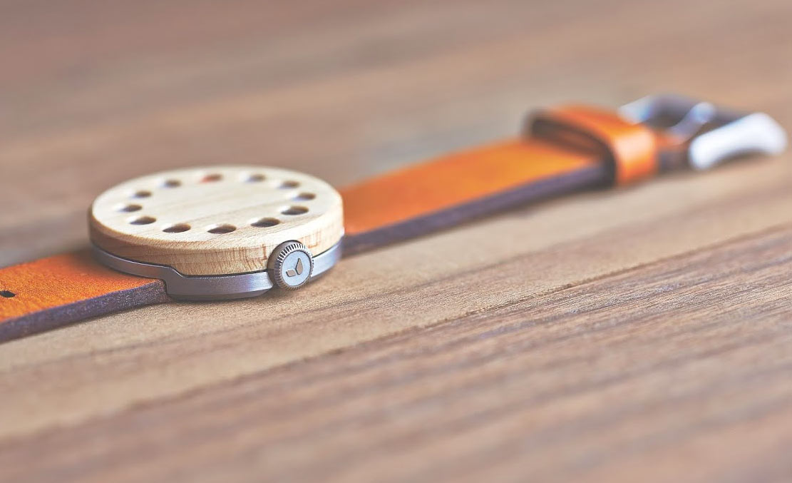 grovemade-wooden-watch-side